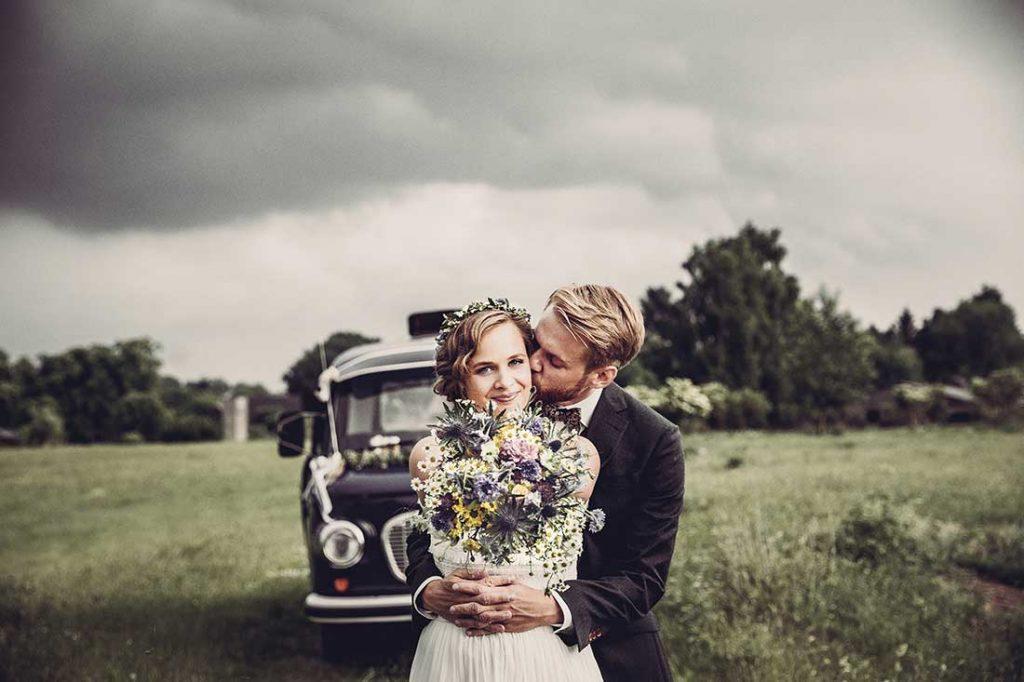 Hochzeitsfoto mit Barkas | Hochzeitsfotografie by MIRIAM ELLERBRAKE